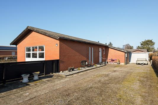 Villa på Solbakkevej i Svenstrup J - Hus