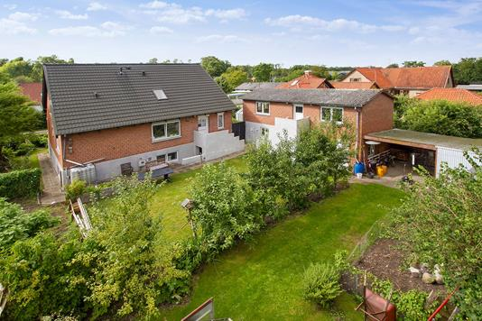 Villa på Aagade i Storvorde - Set fra haven