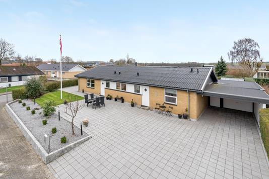 Villa på Badmintonvej i Svenstrup J - Ejendommen