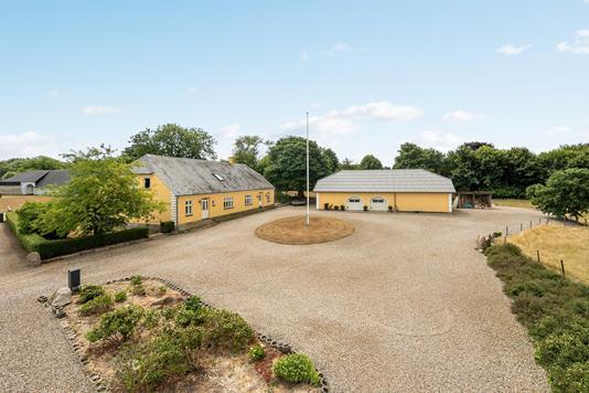 Landejendom på Skovby Bygade i Vojens - Ejendommen