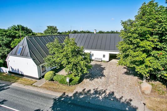 Landejendom på Krogsgårdsvej i Tjæreborg - Set fra vejen