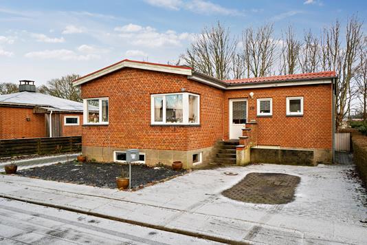 Villa på Hellesvej i Bramming - Set fra vejen