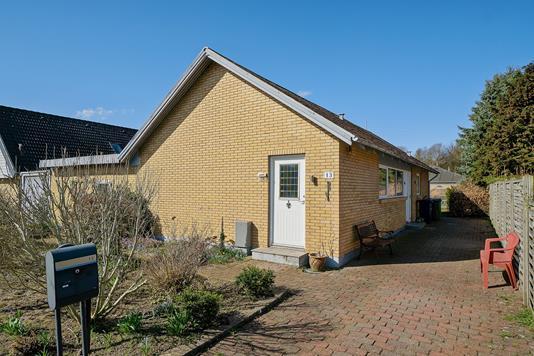 Villa på Solsortevej i Bramming - Set fra vejen
