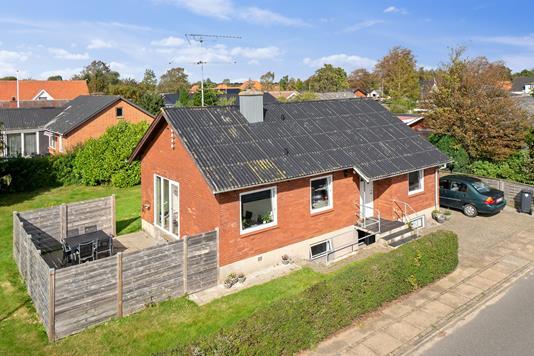 Villa på Kirkegade i Bramming - Set fra vejen