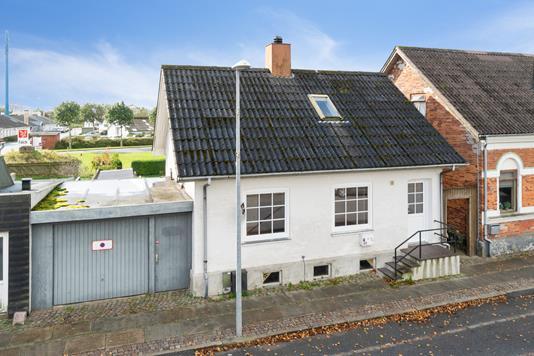 Villa på Storegade i Bramming - Set fra vejen