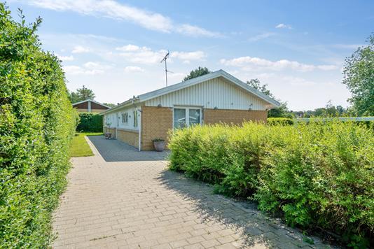 Villa på Bjørn Andersens Vej i Græsted - Set fra vejen