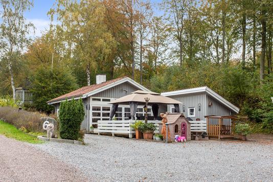 Villa på Skovhusvej i Tikøb - Set fra vejen