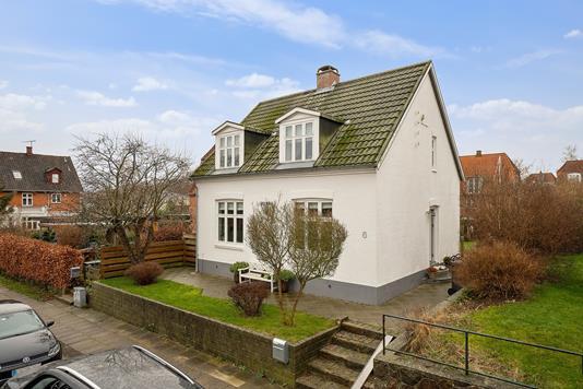 Villa på Ryesvej i Helsingør - Set fra vejen