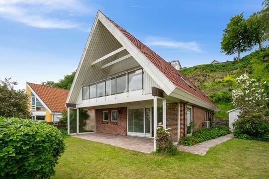Villa på Nordre Strandvej i Ålsgårde - Set fra haven