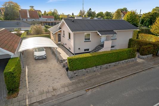 Villa på Århusvej i Helsingør - Set fra vejen