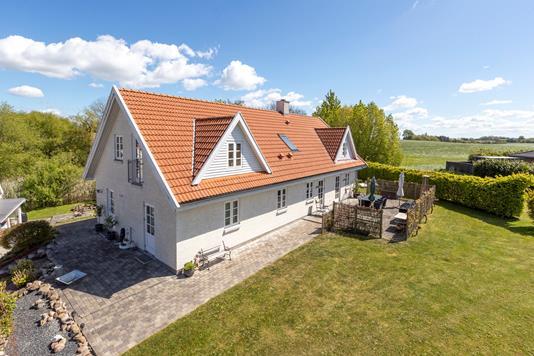 Villa på Strædet i Kirke Hyllinge - Ejendommen