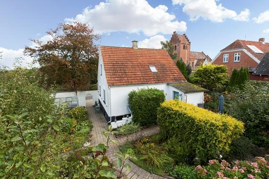 Villa på Englerupvej i Kirke Såby - Ejendommen