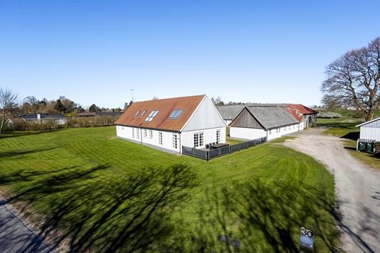 Landejendom på Sydmarksvej i Kirke Hyllinge - Ejendommen