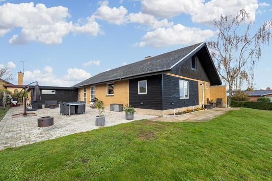 Villa på Højdevej i Kirke Hyllinge - Ejendommen