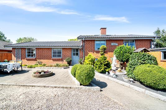 Villa på Lunde Bygade i Otterup - Set fra vejen