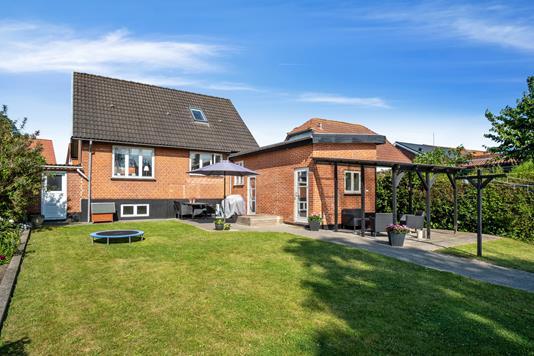 Villa på Odensevej i Bogense - Set fra haven