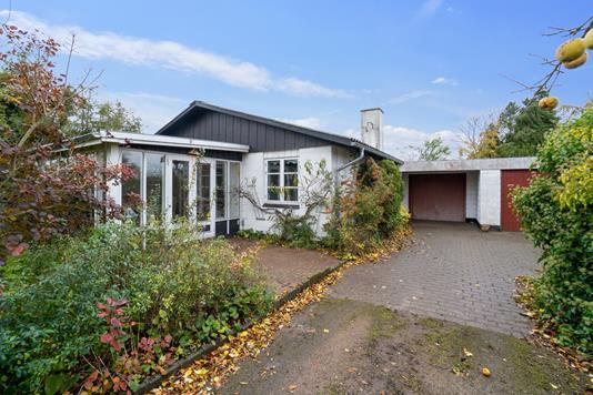Villa på Abildrovej i Bogense - Set fra vejen