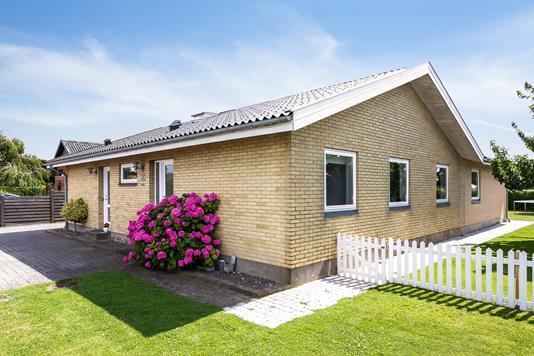 Villa på Drosselvej i Nykøbing F - Set fra haven
