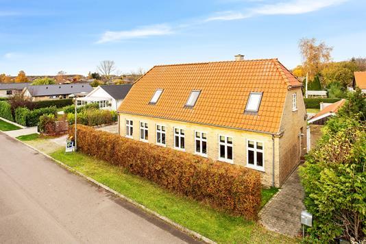Villa på Vandværksvej i Nykøbing F - Set fra vejen