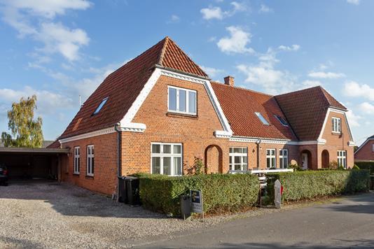 Villa på Fruegade i Idestrup - Set fra vejen