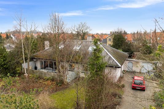 Villa på Fuglehaven i Nykøbing F - Set fra vejen