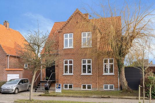 Villa på Rosendahlsgade i Nykøbing F - Set fra vejen