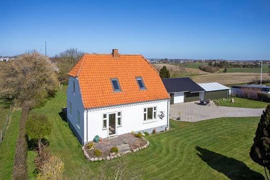 Villa på Skernevej i Nørre Alslev - Set fra haven
