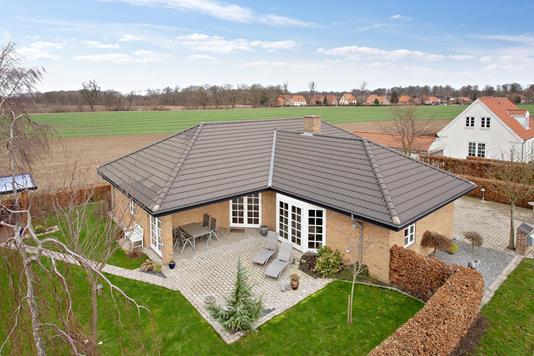 Villa på Pandebjergvej i Nykøbing F - Set fra haven