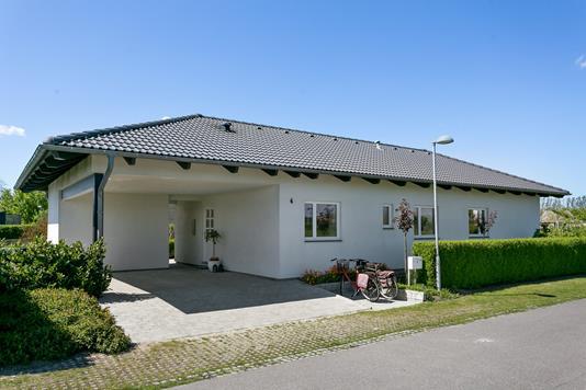 Villa på Følfodvænget i Nykøbing F - Set fra vejen