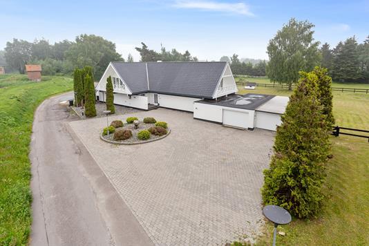 Villa på Kanalvejen i Væggerløse - Set fra vejen