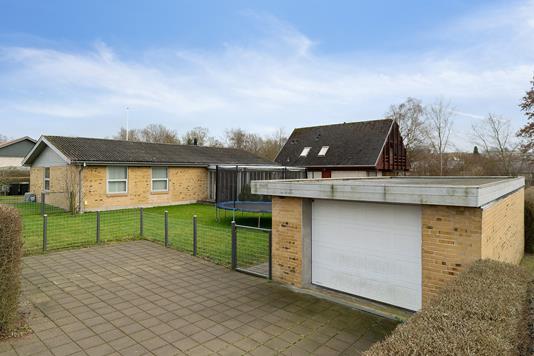 Villa på Mispelvej i Randers NV - Set fra vejen