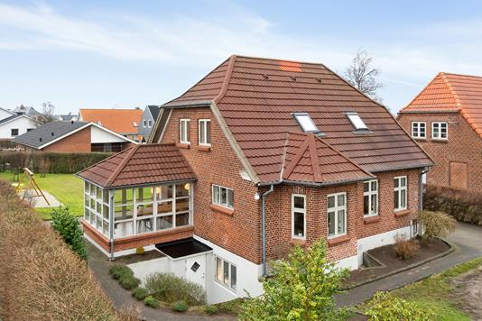 Villa på Bøsbrovej i Randers SV - Set fra vejen
