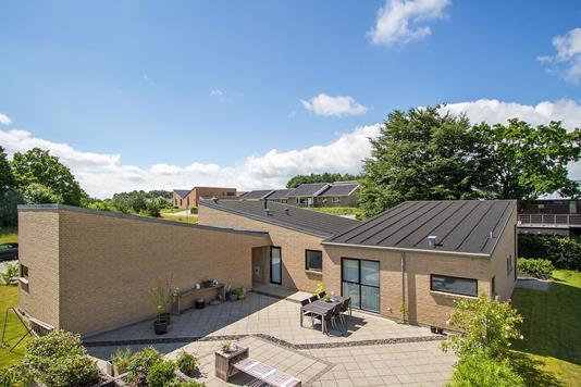 Villa på Sanglærkevej i Randers SØ - Set fra haven