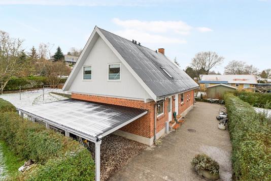 Villa på Thyvej i Randers SV - Ejendommen