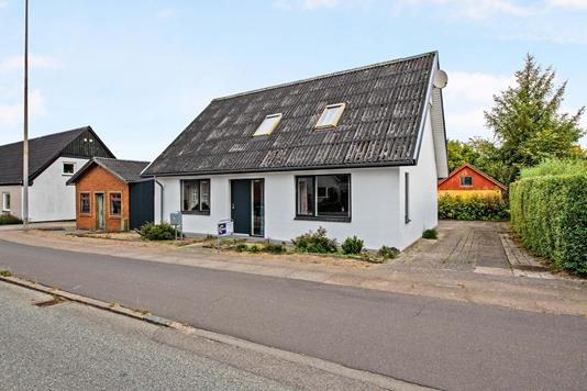 Villa på Hobrovej i Randers NV - Ejendommen