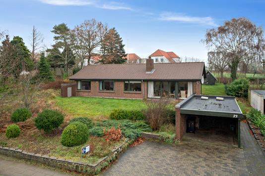 Villa på Fjordvænget i Skals - Set fra vejen